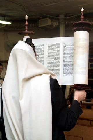 Lifting the Torah