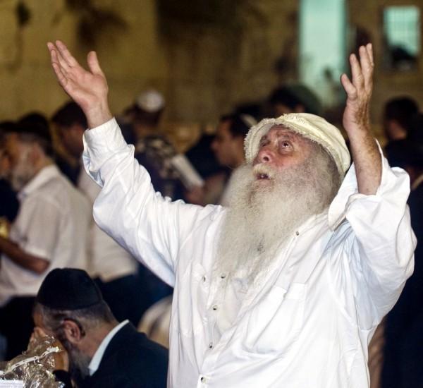 Yom Kippur raise hnads
