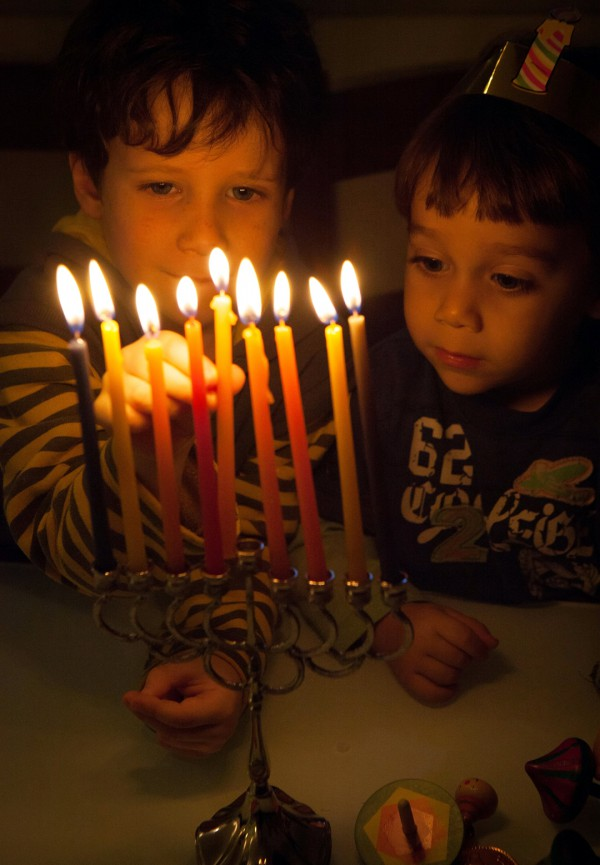 Children-light-hanukkah-menorah