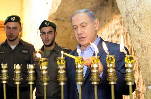 Netanyahu-Chanukah-hanukkiah-Western Wall-Kotel