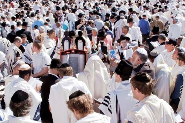 Reading Torah Western Wailing Wall Kotel