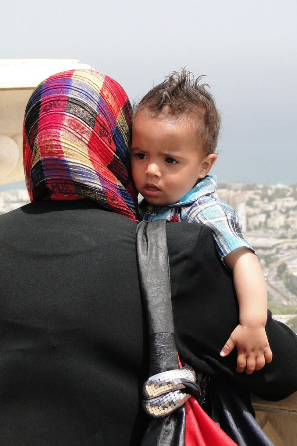 Palestinian_mother_toddler_baby