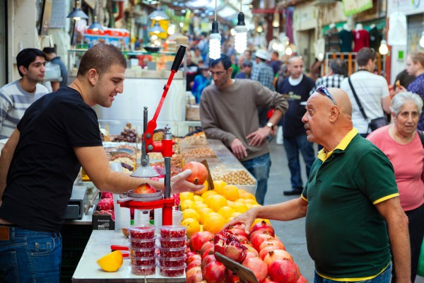 Seven Species-pomegranate-dates-fruit stall-cardiac health