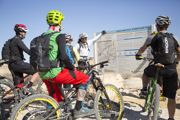 Bike riding in Israel's Negev Desert (Go Israel photo by Alon Ron)