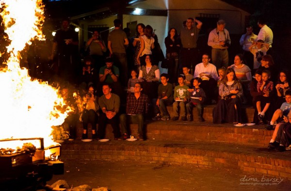 An Israeli community celebrates Lag BaOmer together. (Photo by Dima Barsky)