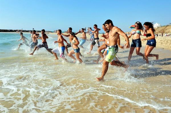 Israelis beach Ashkelon