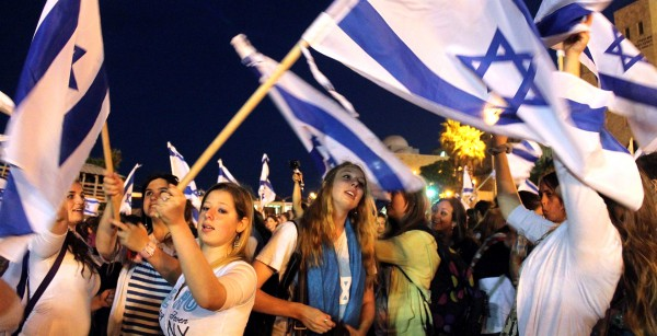 Carrying flags on Jerusalem Day