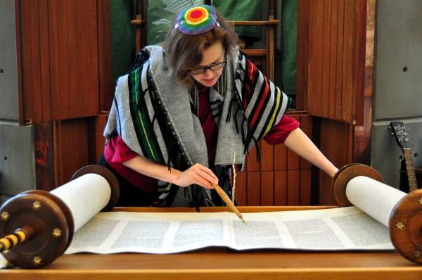 Rabbi Rachel Barenblat reads from the Torah scroll. (Photo by Len Radin)