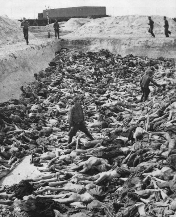 Bergen Belsen-Klein-mass grave