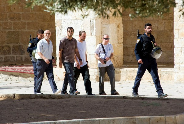Temple Mount-security-police-visitors