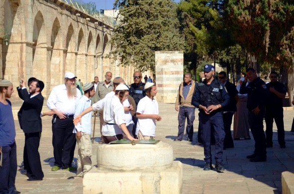 Jewish tourists on the Temple Mount in Jerusalem-harassment