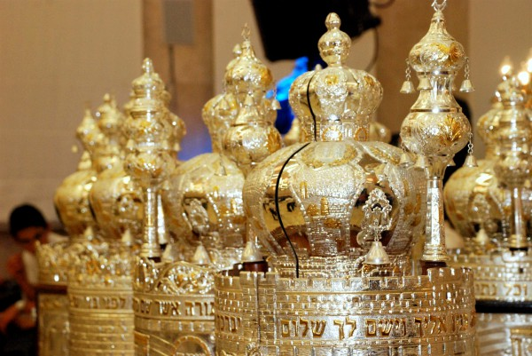 Simchat Torah-Sefer Torah-scrolls-ketarim-crowns