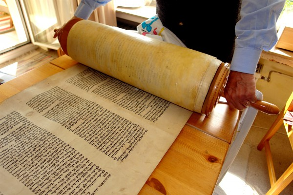 Rolling the Torah scroll to the beginning.
