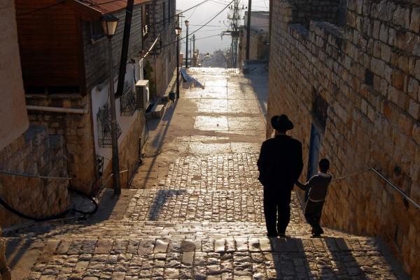 Jerusalem-street-family