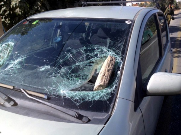 Palestinian terror-rocks-windshield