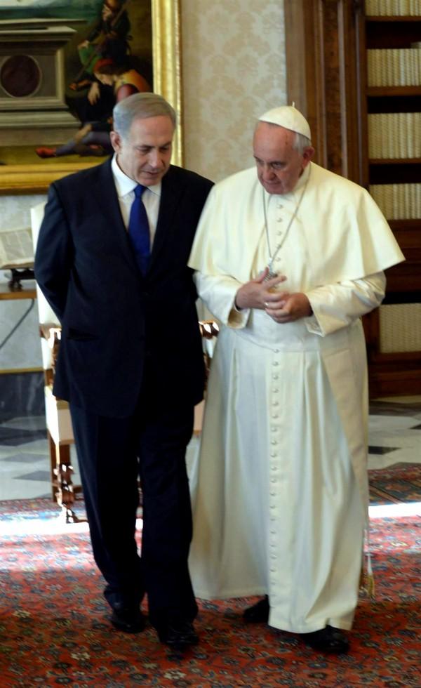 Israeli Prime Minister Benjamin Netanyahu met with Pope Francis in Vatican city in December 2013.  (Photo by Amos Ben Gershom)