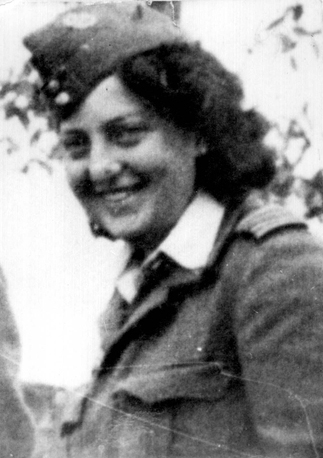 Hannah Szenes in British uniform in Yugoslavia, 1944
