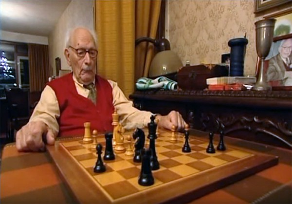 Johan van Hulst was an avid chess player, winning the Corus Chess Tournament for (former) Dutch politicians at the age of 95 and again at 99. (Max Euwe Center Amsterdam YouTube capture)