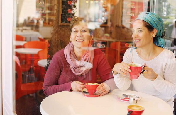 Jewish women chat in an Israeli cafe.